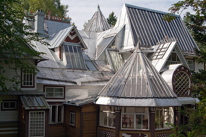picturesque-roof-of-penaty-residence-of-artist-ilya-repin-in-repino